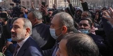 پرواز جنگندههای ارتش بر فراز ایروان؛ پاشینیان: مردم ارمنستان اجازه کودتا نخواهند داد