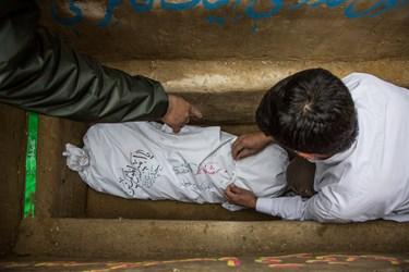 تدفین شهید گمنام 23 ساله تازه تفحص شده در پارک 15 خرداد محله یافت آباد