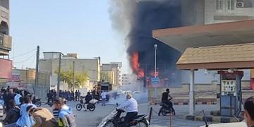 آتشسوزی در کنار پمپبنزین بوشهر/ خطر در کمین شهروندان