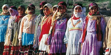 پوششهای سنتی و اصیل استان اردبیل احیا شوند/ استفاده از لباسهای سنتی اردبیل در جشنواره مد و لباس فجر