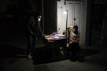 برق بازار مرکزی اهواز و همچنین بازار کیان به دلیل عدم رعایت پروتکلها و هشدارهای بهداشتی در ساعت 18:30 در روزهای گذشته قطع شد.