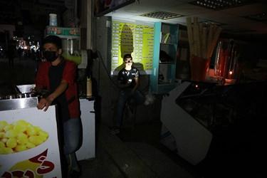 برق ۲۱ نقطه اهواز برای دومین هفته متوالی به منظور جلوگیری از تردد مردم در سطح شهر و بازار در شرایط کرونایی قطع شد.