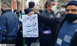 فارسمن| تداوم اعتراضات به مفتفروشی «مهر اقتصاد»؛ بانک مرکزی، وزارت اقتصاد و مجلس چه میگویند؟