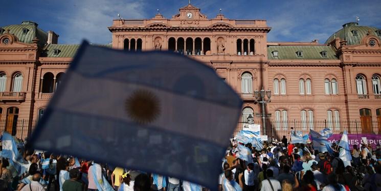 تجمع هزاران آرژانتینی در اعتراض به واکسیناسیون «وی آی پی»