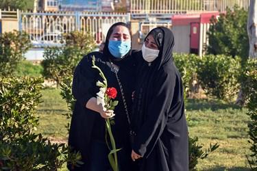 حضور همکاران شهید مدافع سلامت «فاطمه نجمالسادات» در مراسم تشییع