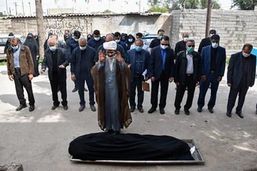 اقامه نماز میتبر پیکر  شهید مدافع سلامت «فاطمه نجمالسادات»