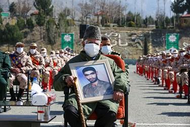 حضور خانواده شهدا سرباز در مراسم سیزدهمین جشنواره جوان سرباز