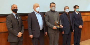 اعطای نشان افتخار «قهرمان ملی تالابها» به مدیرکل محیط زیست گلستان