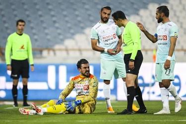 مصدومیت جزئی محمدحسین اکبرمنادی دروازده بان تیم فوتبال سایپا