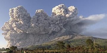 فوران کوه آتشفشانی در اندونزی+عکس