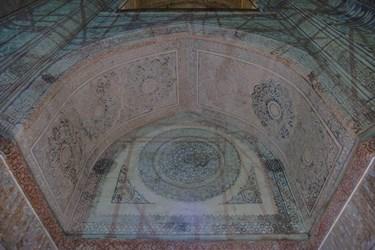 تزئینات داخلی بنای گنبد سلطانیه منقوش به آیات قران