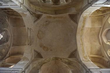 سقف تربت خانه گنبد سلطانیه- که با توجه به نوشته های تاریخی بعدا به گنبد اضافه شده و از تربت کربلا و نجف ساخته شده است.
