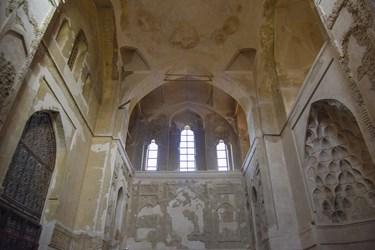 تربت خانه گنبد سلطانیه که با توجه به نوشته های تاریخی بعدا به گنبد اضافه شده و از تربت کربلا و نجف ساخته شده است.