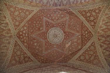 تزئینات گوناگون در سقف های دومین طبقه گنبد سلطانیه