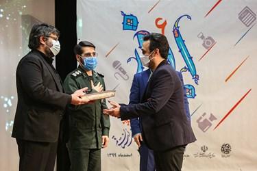 تقدیر از سید جواد اشرفی دبیر 5 دوره جشنواره ابوذر استان قم