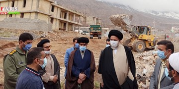 بازدید عضو مجلس خبرگان رهبری از منطقه زلزلهزده سیسخت
