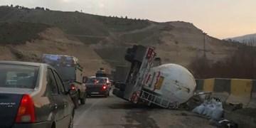 واژگونی بنکر سیمان در محور پردیس-تهران یک کشته و دو مجروح برجای گذاشت