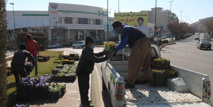 پارکها و میادین سنندج با 49 هزار جعبه گل و گلدان آراسته میشود
