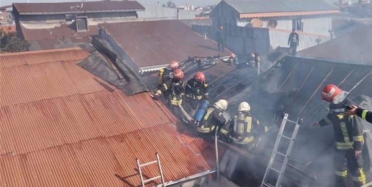 13991216000462 Test PhotoN - اطفاء آتشسوزی چند خانه با تلاش نفسگیر آتشنشانان رشتی + عکس