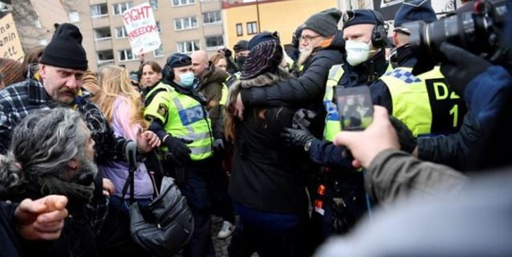 برخورد خشن پلیس سوئد با معترضان به محدودیتهای کرونایی