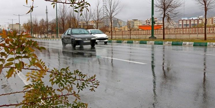 وضعیت ترافیکی جادهها؛ از بارندگی در محورهای ۵ استان  تا اجرای ممنوعیت تردد شبانه در تمام شهرها