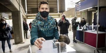 مسی پای صندوق انتخابات ریاست بارسلونا / تاکنون بیش از 30 هزار رای اخذ شده +عکس و فیلم