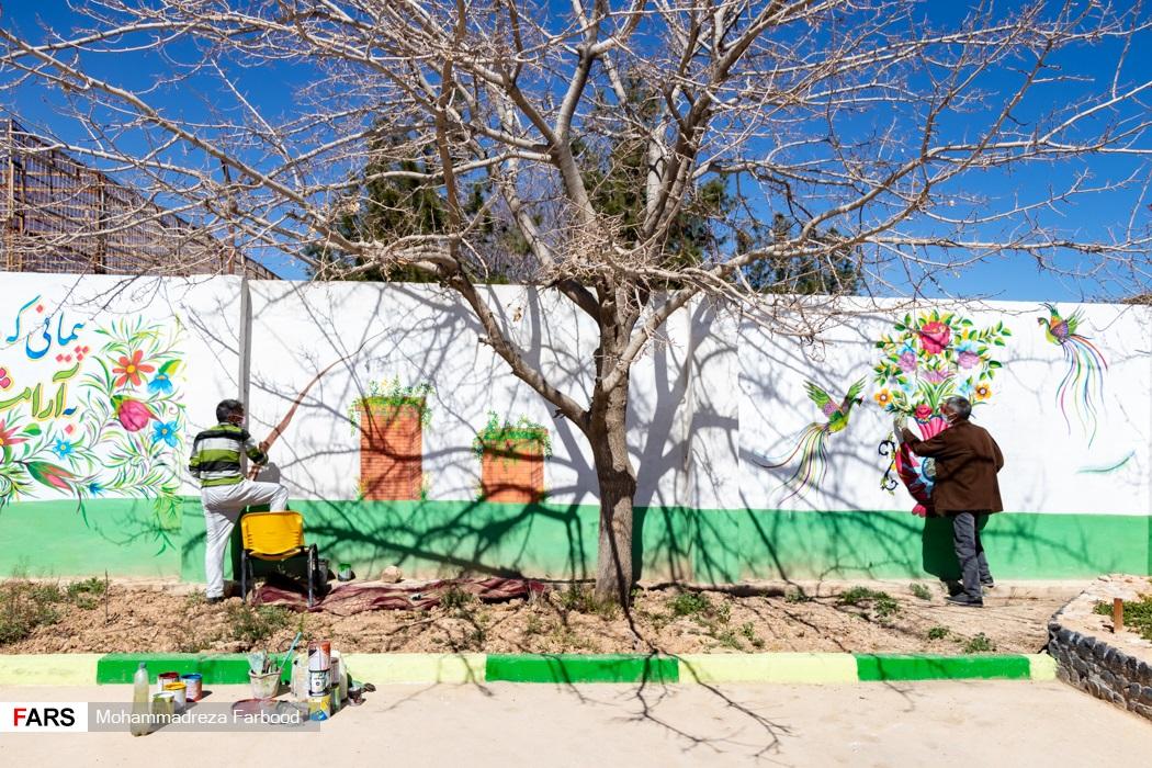 بهبود یافتگان از اعتیاد در حال دیوارنگاری / مرکز نگهداری، درمان وکاهش آسیب معتادان در شیراز
