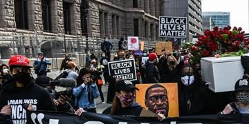 راهپیمایی هزاران نفری در مینیاپولیس در آستانه محاکمه قاتل «جورج فلوید»+تصاویر
