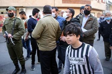 اهالی محل وقوع جرم نظاره گر گرداندن اراذل و اوباش محله فلاح تهران