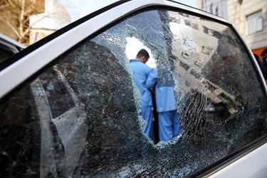 خودروی تخریب شده توسط اراذل و اوباش محله فلاح تهران