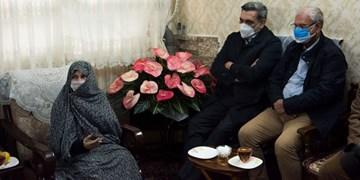 تجلیل سخنگوی دولت از مقام شامخ شهدا با حضور در منزل شهیدان خالقی پور