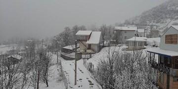 بارش برف در ۱۰ محور مواصلاتی گیلان
