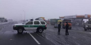 برف و کولاک شدید مسیر جاده داورزن به مشهد مقدس را بست