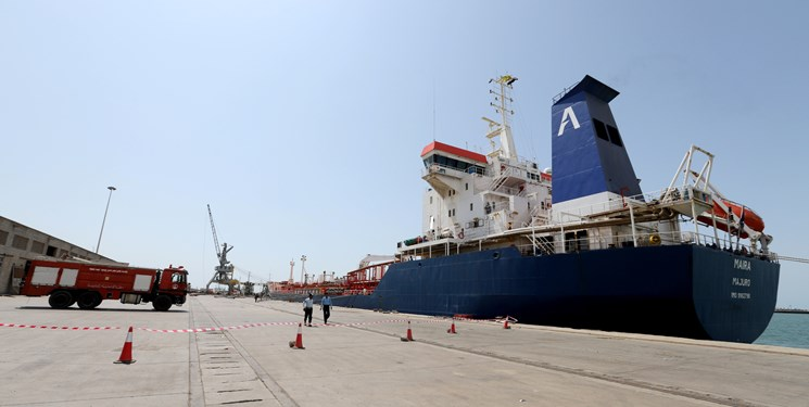مقام یمنی: ائتلاف سعودی ۱۳  کشتی نفتی را  توقیف کرده است