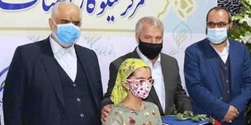 باز کردن گره از پای زندانیان با دستان کوچک قهرمان البرزی
