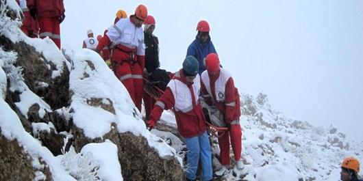 فیلم| عملیات نفسگیر نجات یک کوهنورد در بیستون
