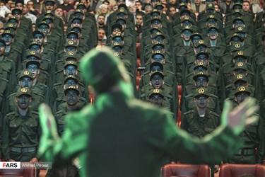 اجرای سرود توسط دانشجویان پاسدار در کنگره سرداران و شهدای تدارکات و پشتیبانی سپاه پاسداران