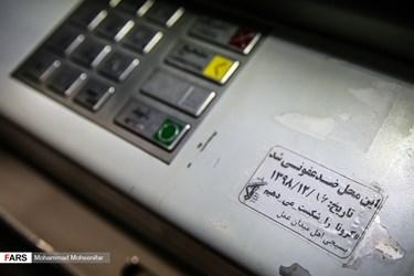 ضد عفونی و گندزدایی باجه های پرداخت منطقه سعادت آباد تهران در مقابله با کرونا