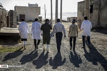 گروهی از دانشجویان بسیجی استان کردستان با عنوان گروههای جهادی روزهای فراغتشان را در روزهای جهادی روستاهای قروه سنندج میگذرانند.