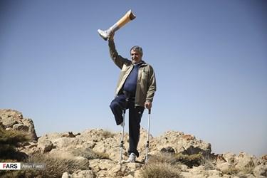 صعود تعدادی از جانبازان دفاع مقدس به قله رُنج سپیدان /شیراز
