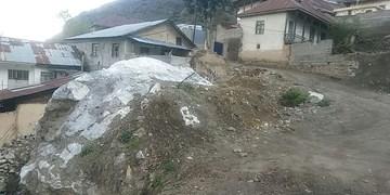 زندگی همراه با ترس در روستای سنگزده + عکس
