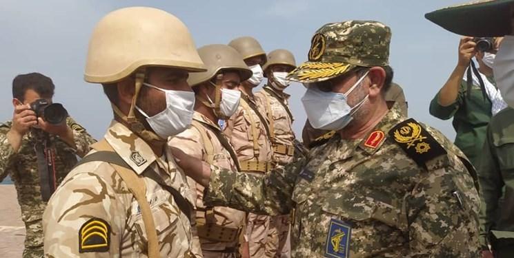 تحویل سال نو در جزیر ه تنب بزرگ با حضور فرمانده نیروی دریایی سپاه+عکس