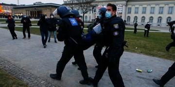 استقبال پلیس آلمان با توپ آبپاش از معترضان به محدودیتهای کرونایی