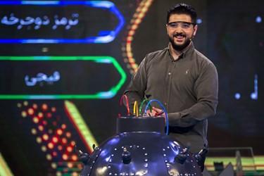 خنثیکردن بمب توسط یکی از شرکتکنندگان در مسابقه تلویزیونی «سیم آخر»