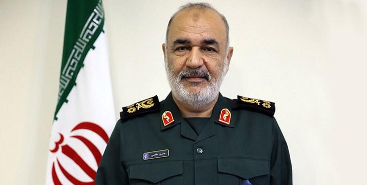 سرلشکر سلامی در پیامی به رهبر انقلاب: کشور را از عوارض تحریمهای ظالمانه بینیاز میکنیم