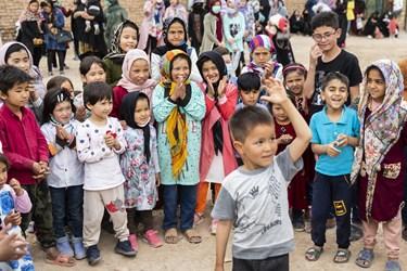 حلقه شادی کودکان در کورههای آجرپزی فرونآباد