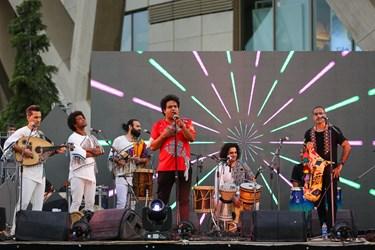 اجرای موسیقی نواحی ایران     در فضای باز برج میلاد