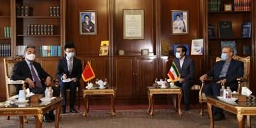 وزیر امور خارجه چین با علی لاریجانی دیدار کرد