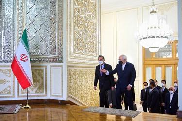 استقبال «محمد جواد ظریف» وزیر امور خارجه از  «وانگ یی» وزیر امور خارجه چین در محل وزارت امورخارجه ایران