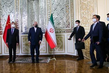 استقبال «محمد جواد ظریف» وزیر امور خارجه از هیئت همراه  «وانگ یی» وزیر امور خارجه چین در محل وزارت امورخارجه